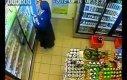 Zakonnica w Żabce kradnie piwo