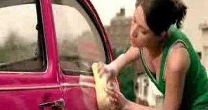 Kobieta rozebrała samochód
