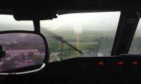 Silny deszcz podczas lądowania