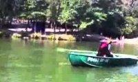 Rosyjski Jack Sparrow porywa łódź