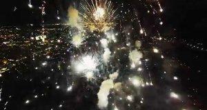 Eksplodujące fajerwerki z perspektywy pierwszej osoby