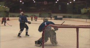 Powalający hokejowy strzał