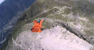 Górski lot w wingsuit