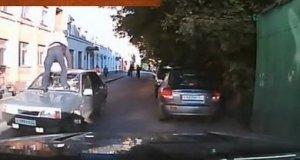Jedziesz sobie samochodem w Rosji, gdy nagle...