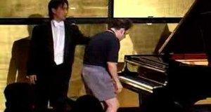 Lekcja gry na fortepianie
