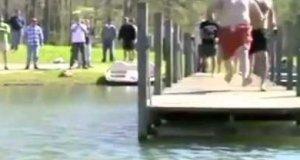 Grupowy skok do wody