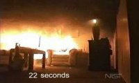 Choinka staje w płomieniach, po chwili cały pokój