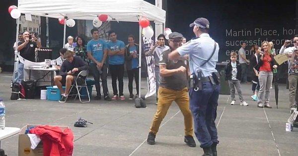 Jak poderwać policjantkę?