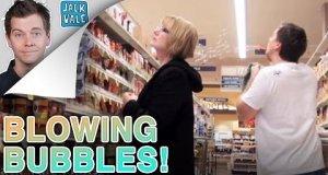 Dmuchane bańki w markecie