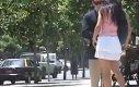 Podwinięta spódniczka - eksperyment społeczny
