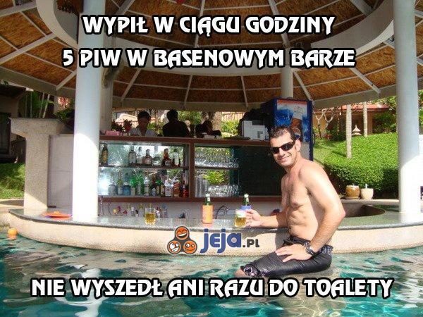 Wypił w ciągu godziny 5 piw w basenowym barze