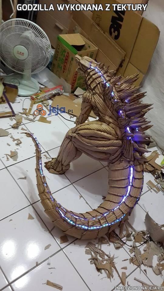 Godzilla wykonana z tektury