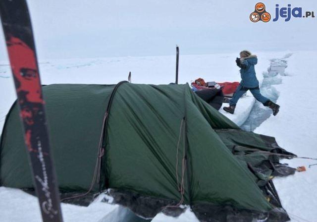 Noc pod namiotem