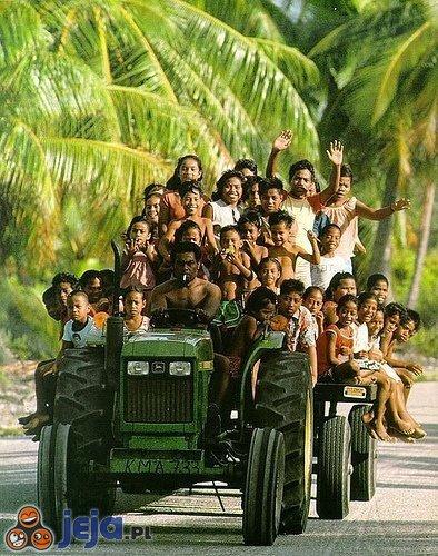 Królowie załadunku - autobus szkolny