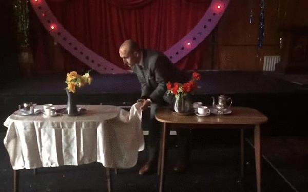 Stół odkryty, stół nakryty