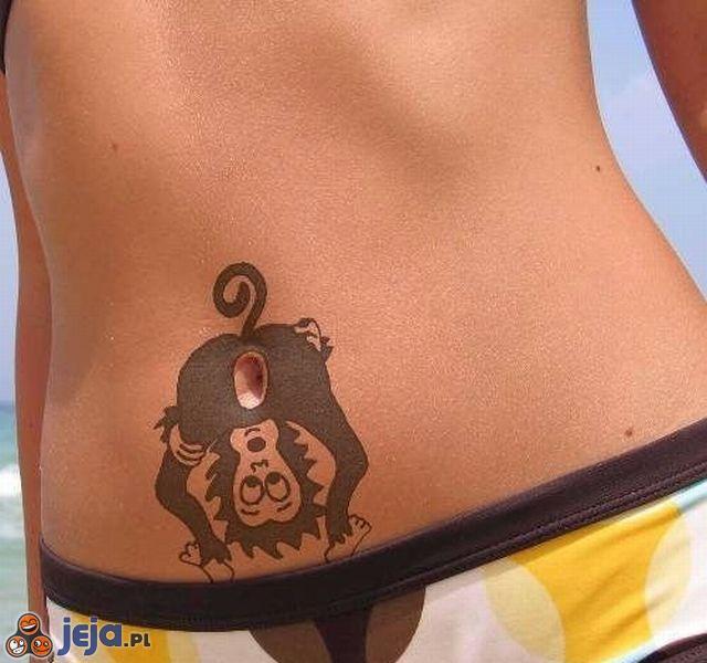 Tatuaż na brzuchu: Małpa