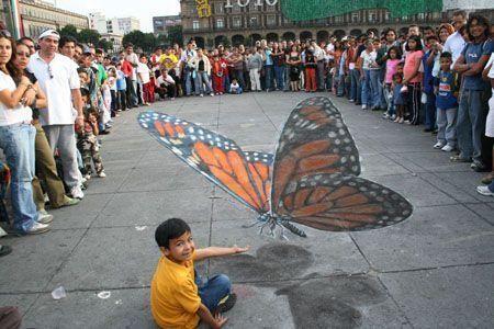 Iluzja na chodniku - motyl