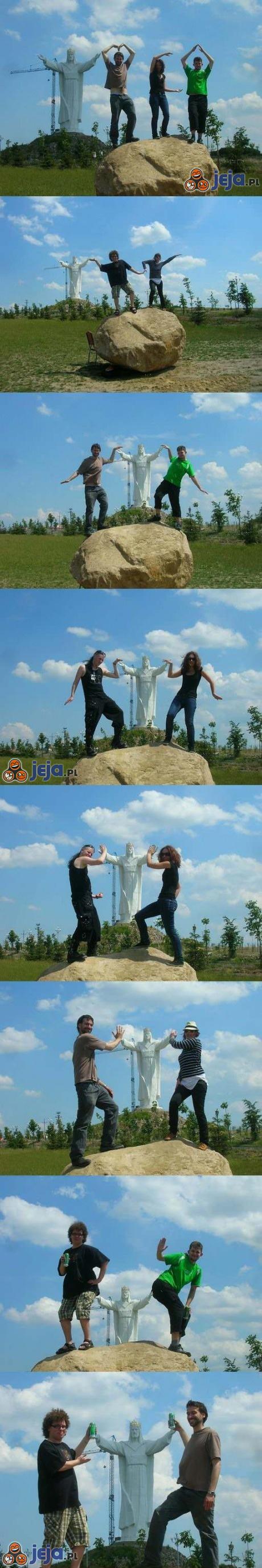 Polska na wesoło: fotki z Jezusem ze Świebodzina