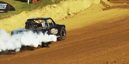 Samochodowe kółka z dymu