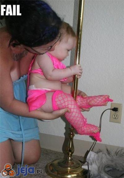 Mama uczy córkę zawodu
