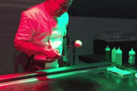 Mistrz obchodzenia się z jajkami ( ͡° ͜ʖ ͡°)