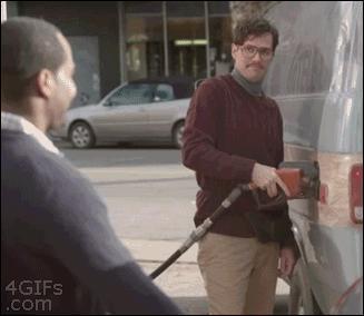 Mały flircik na stacji benzynowej