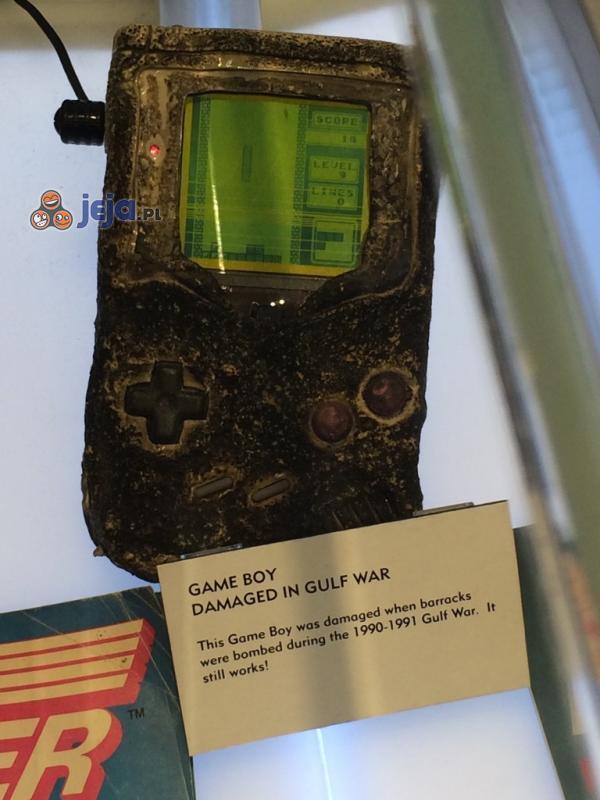 Zniszczony Game Boy wciąż na chodzie