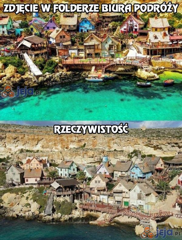 Zdjęcie w folderze biura podróży vs rzeczywistość