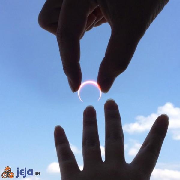 Niezwykły pierścionek