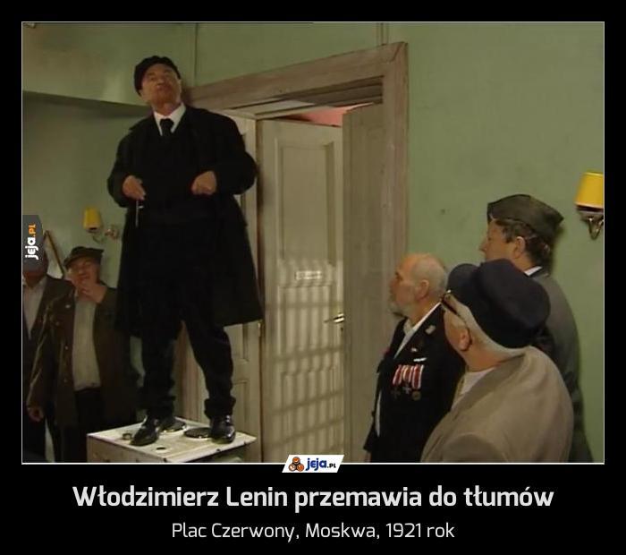 Włodzimierz Lenin przemawia do tłumów