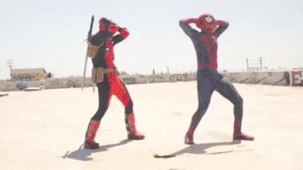 Deapool tańczy ze Spidermanem