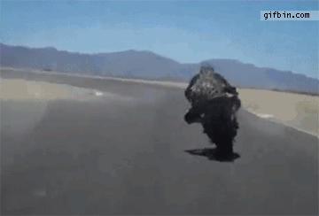Motocyklista kontra siła odśrodkowa