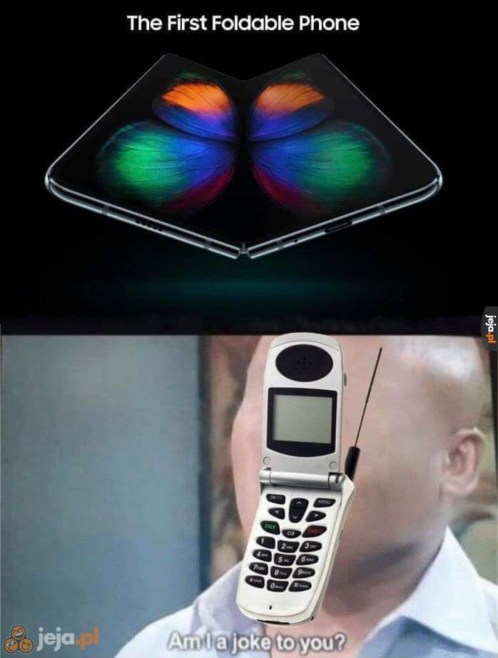"""""""Pierwszy składany telefon"""""""