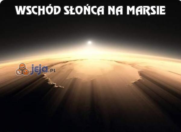 Wschód słońca na Marsie