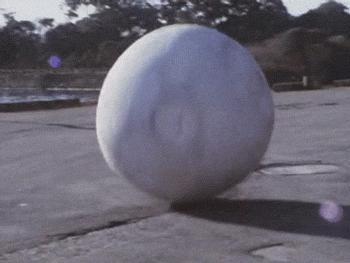 Zgnieciony przez wielką kulę