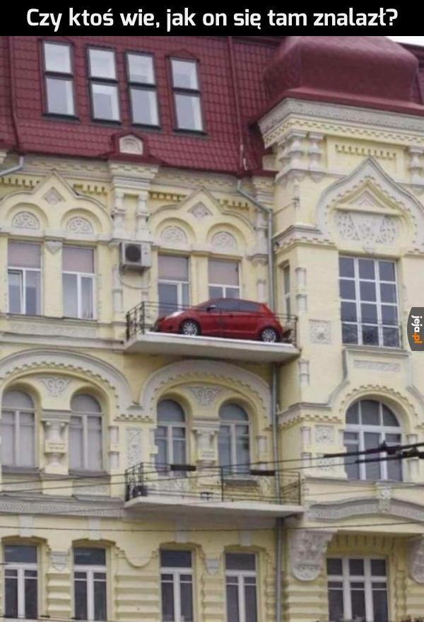 Zaparkowany pod domem