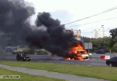 Dlatego powinieneś trzymać się z dala od płonącego samochodu