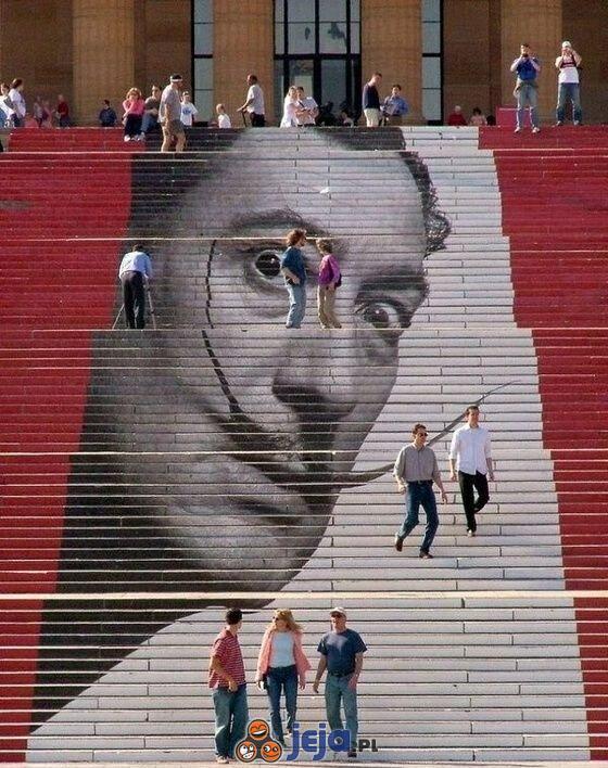Salvador Dali na schodach