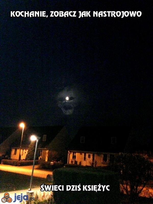 Kochanie, zobacz jak nastrojowo świeci dziś księżyc