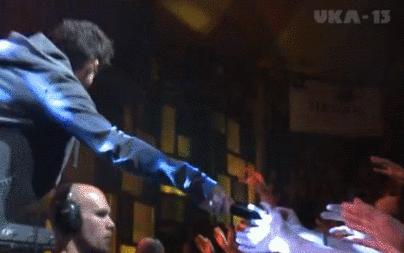 Nie oddawaj mikrofonu publiczności...
