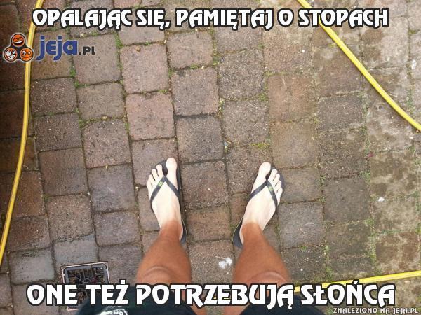 Opalając się, pamiętaj o stopach