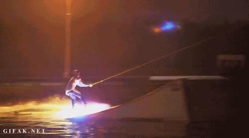 Surfing nocą