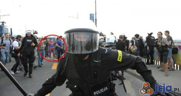 Superman powstrzymał zamieszki w Warszawie!