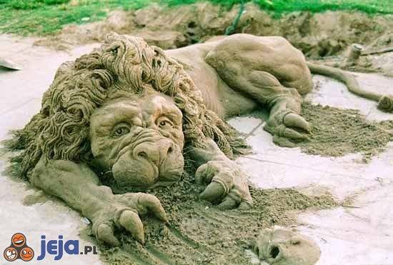 Lew z piasku