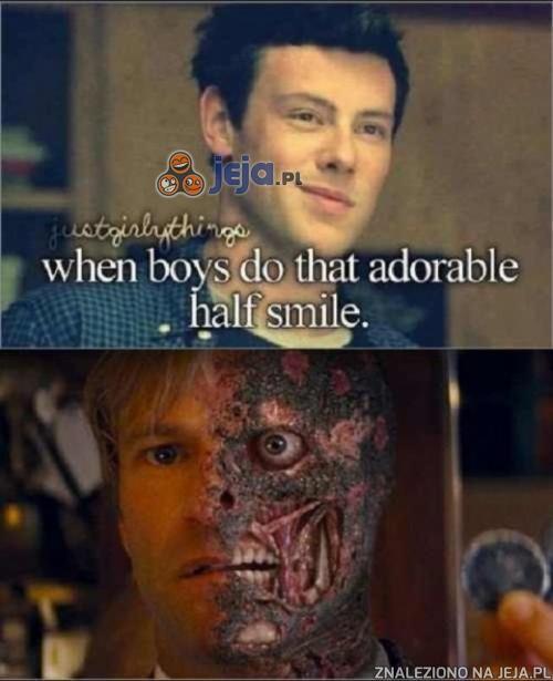 Gdy chłopcy uśmiechają się do połowy