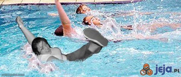 Mosh Girl na basenie