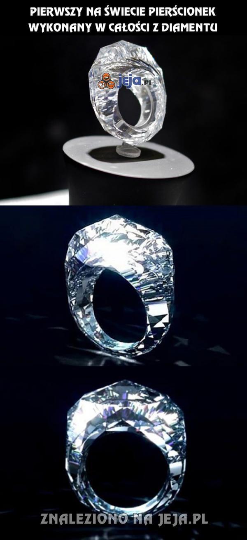 Pierwszy na świecie taki pierścionek