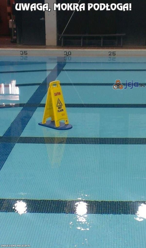 Uwaga, mokra podłoga!
