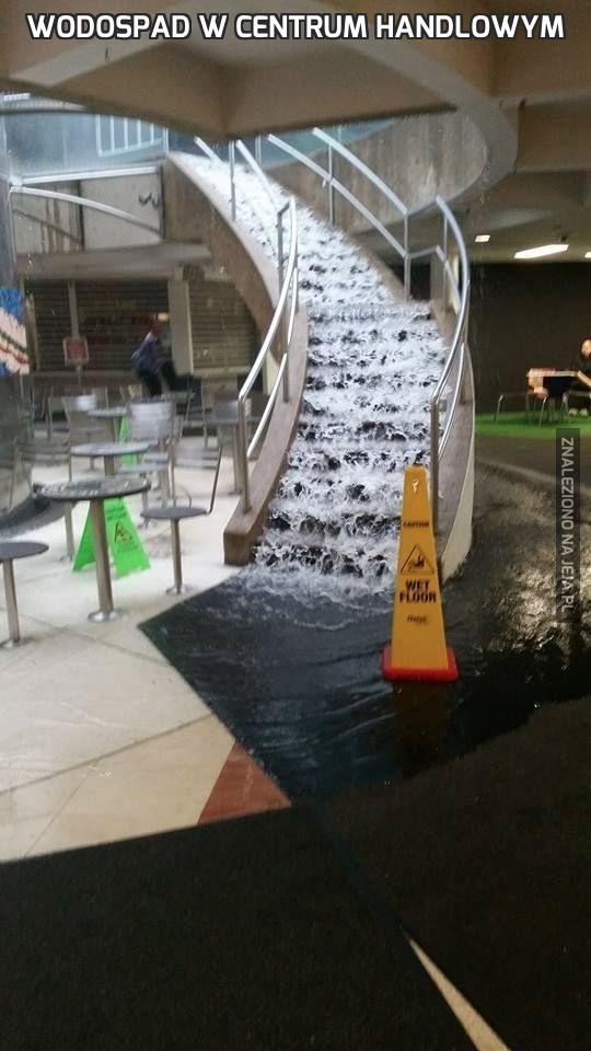 Wodospad w centrum handlowym