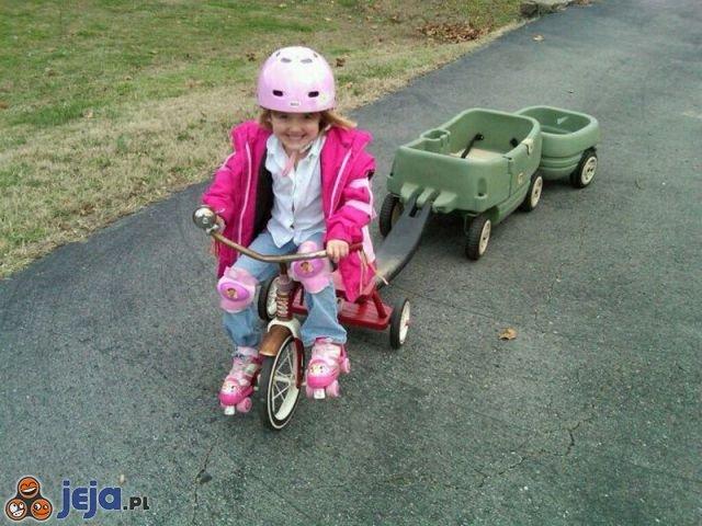 Zmotoryzowana dziewczynka